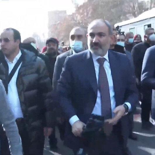 Paşinyan destekçileriyle birlikte Erivan sokaklarında