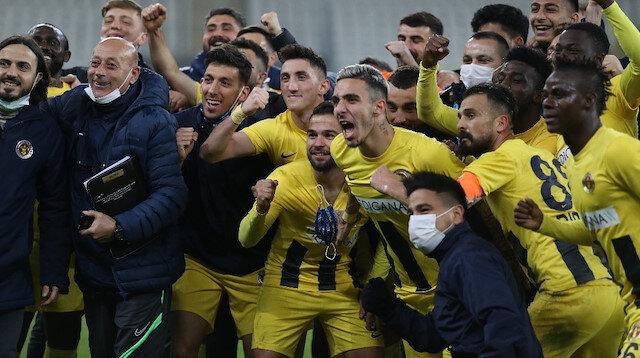 Ümit Karan yönetimindeki Menemenspor patlama yaptı: Bursaspor engelini de aştılar