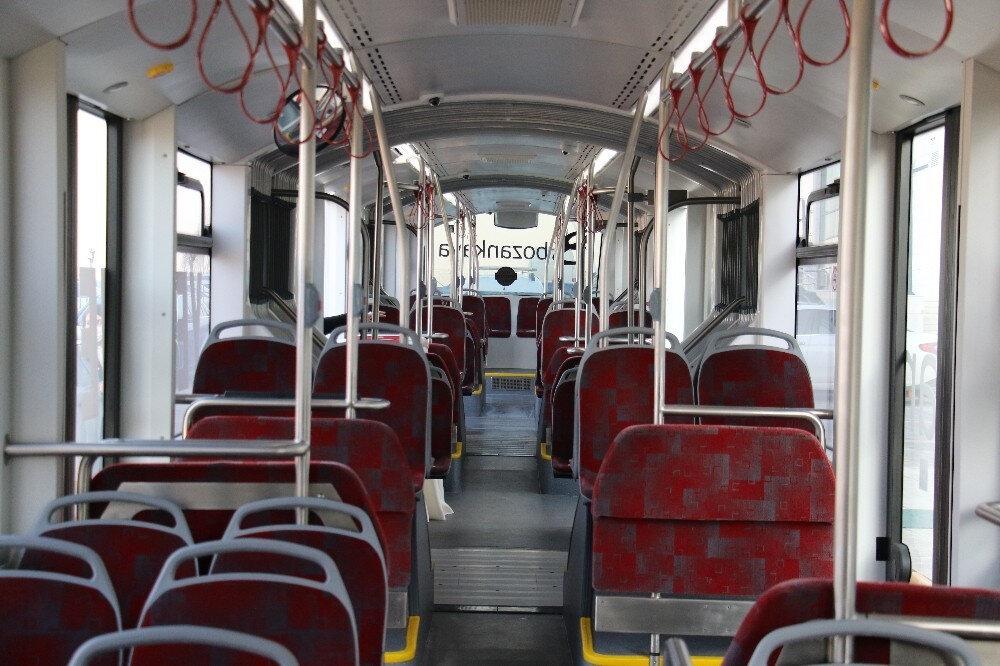 Yüzde 100 elektrikli elektrikli otobüs çift körüklü, 9 kapılı ve 250 kişi yolcu kapasiteli.