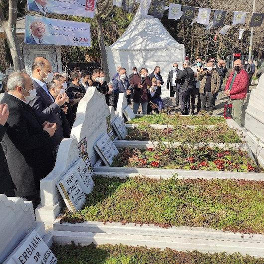 Eski Başbakan Erbakan vefatının 10'ncu yıl dönümünde kabri başında anıldı