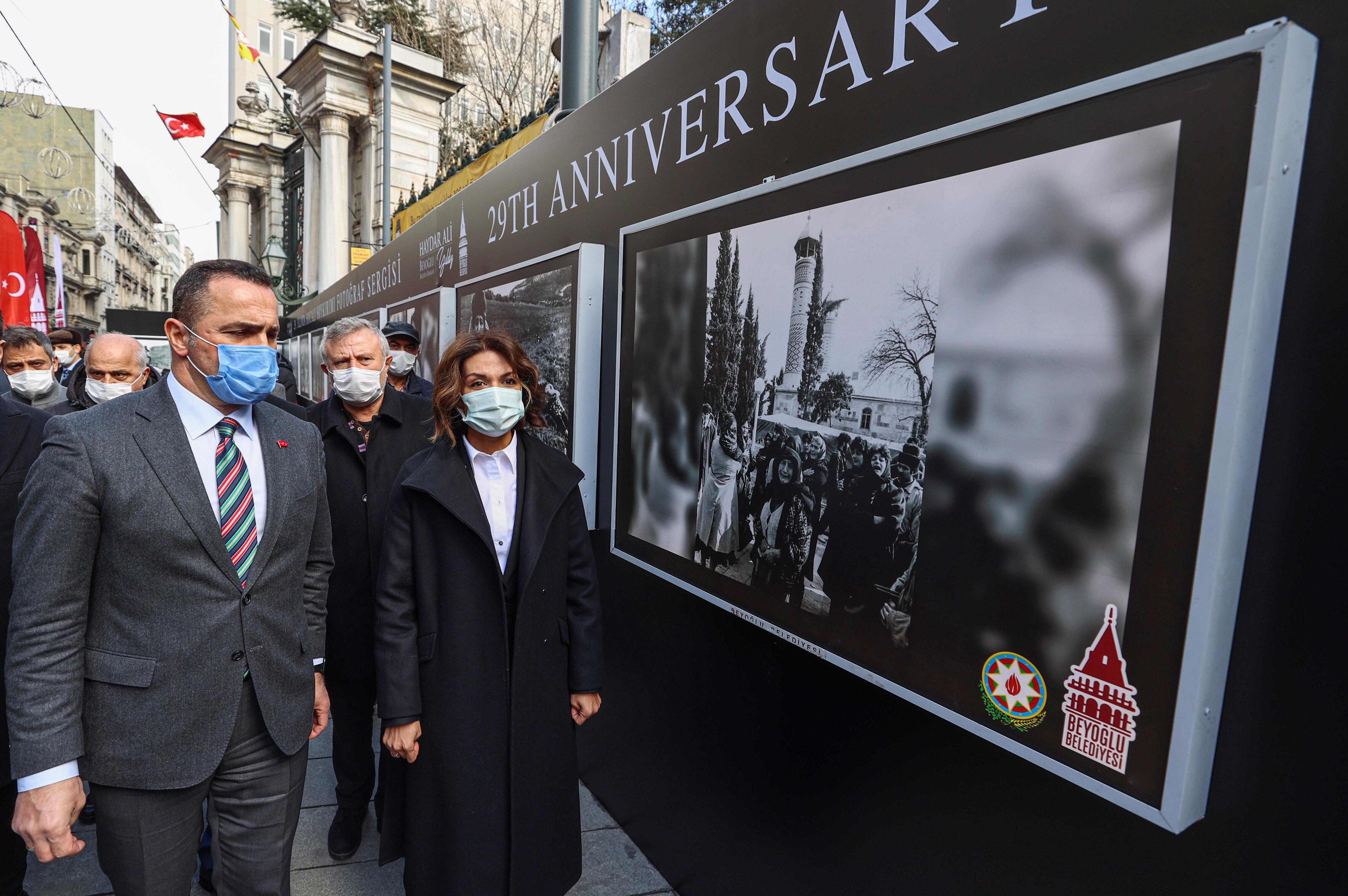 Açılan sergiye Beyoğlu Belediye Başkanı Haydar Ali Yıldız, Azerbaycan Cumhuriyeti İstanbul Başkonsolosu Narmina Mustafayeva ve Hocalı'dan gelen bir grup öğrenci katıldı.