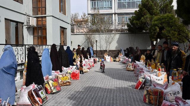 """""""تيكا"""" التركية تقدم مساعدات إلى 100 أسرة أفغانية"""
