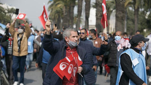 """تونس.. مسيرة لـ """"النهضة"""" تطالب بإنهاء الأزمة السياسية"""