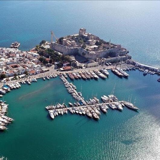 تركيا.. السياح الأجانب يستمتعون بأنطاليا وموغلا دون حظر كورونا