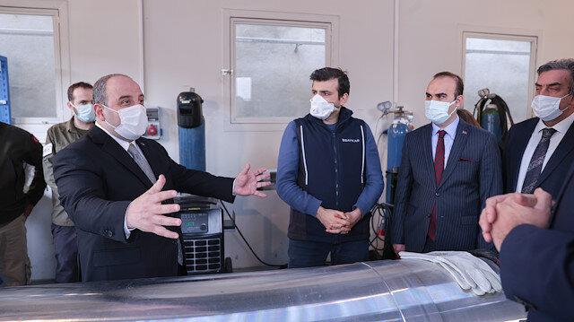 """وزير الصناعة التركي يزور منشأة """"Delta V"""" لتكنولوجيا الفضاء"""