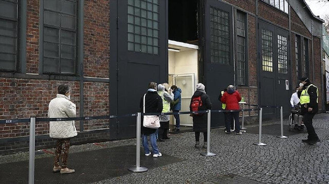 German expert urges longer lockdown to battle 3rd wave