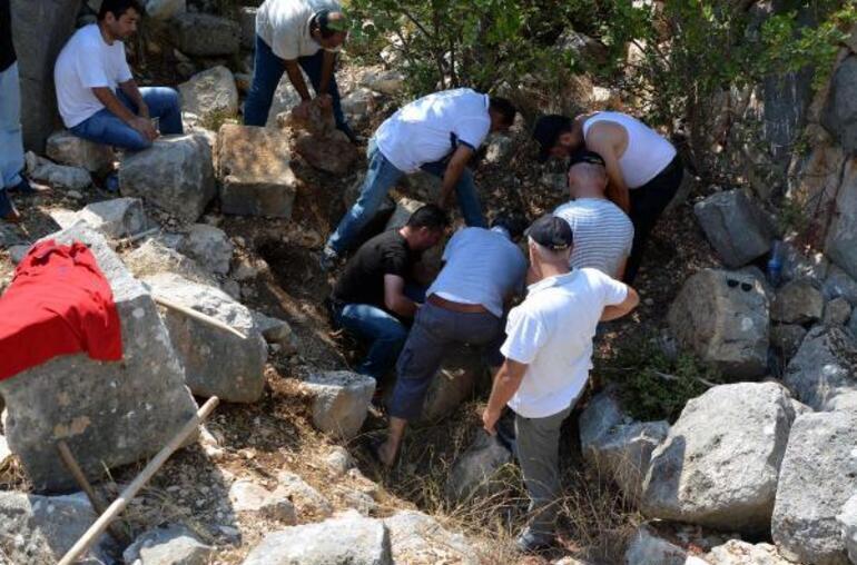 Ekinci'nin cesedinin, Kızkalesi bölgesinde yüksek bir tepeye gömülüp, vahşi hayvanlar tarafından çıkartılmaması için de üzerine beton döküldüğü saptandı.