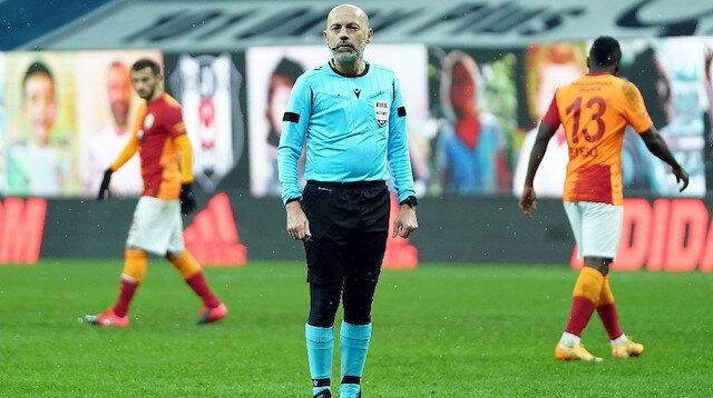 Galatasaraylı taraftarlar Cüneyt Çakır'ın UEFA lisansının iptal edilmesini istiyor