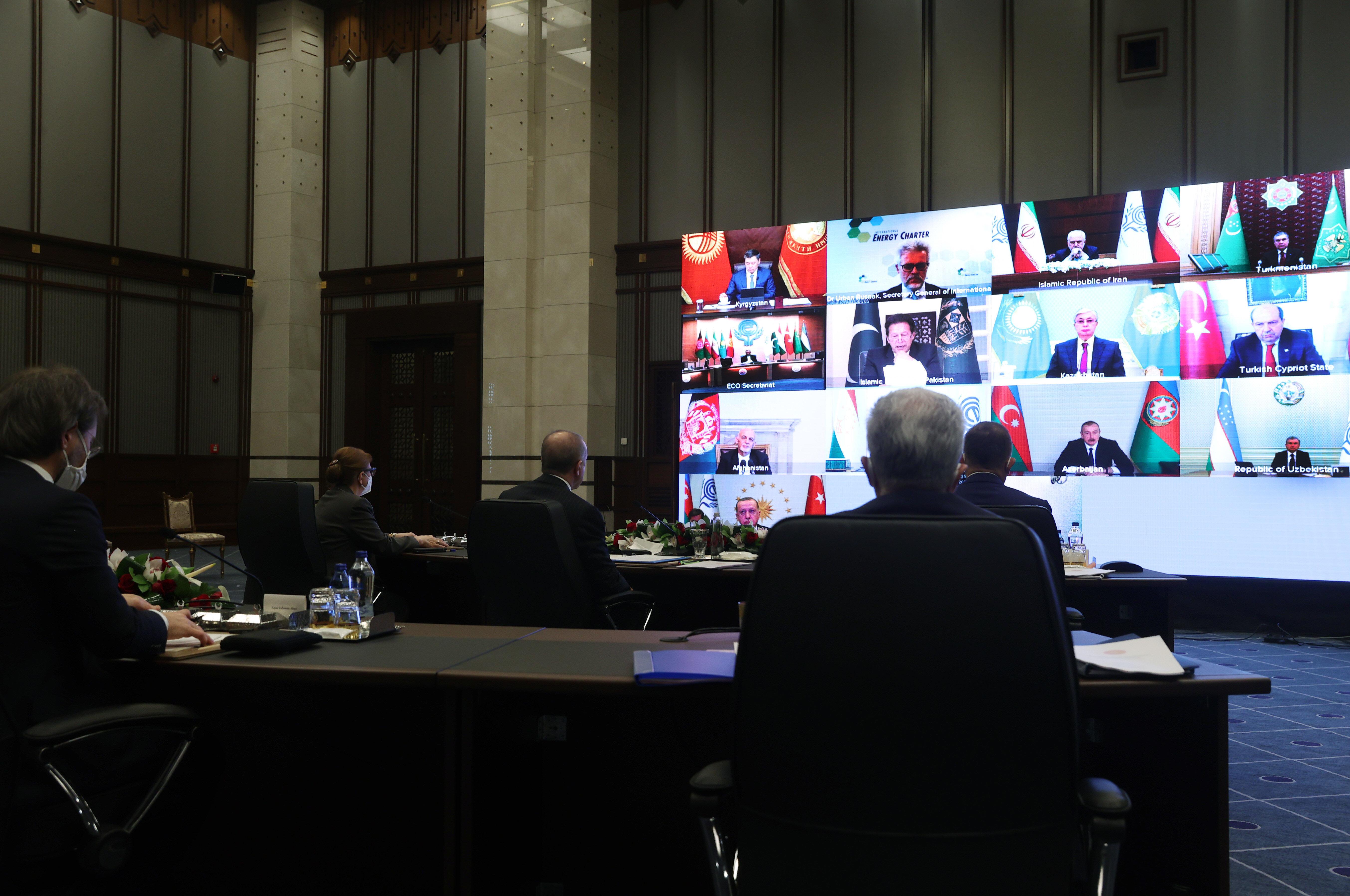 Cumhurbaşkanı Erdoğan, Ekonomik İşbirliği Teşkilatı 14. Liderler Zirvesi'ne canlı bağlantıyla konuştu.