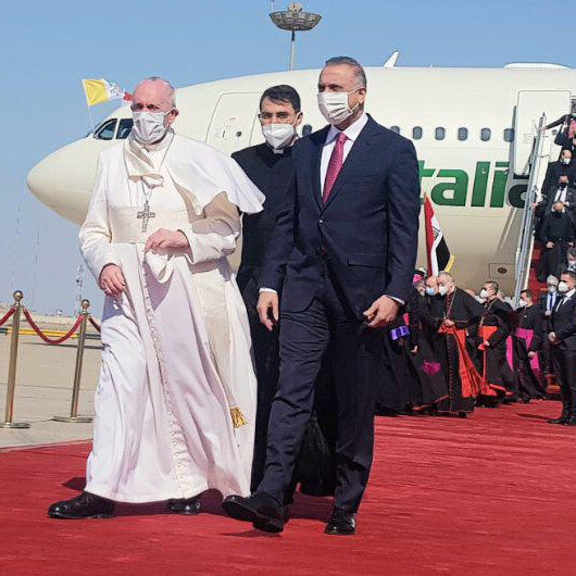 Pope Francis urges Iraq to end violence, extremism