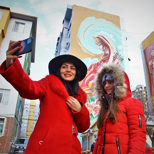 Paintings on Azerbaijani buildings turn heads