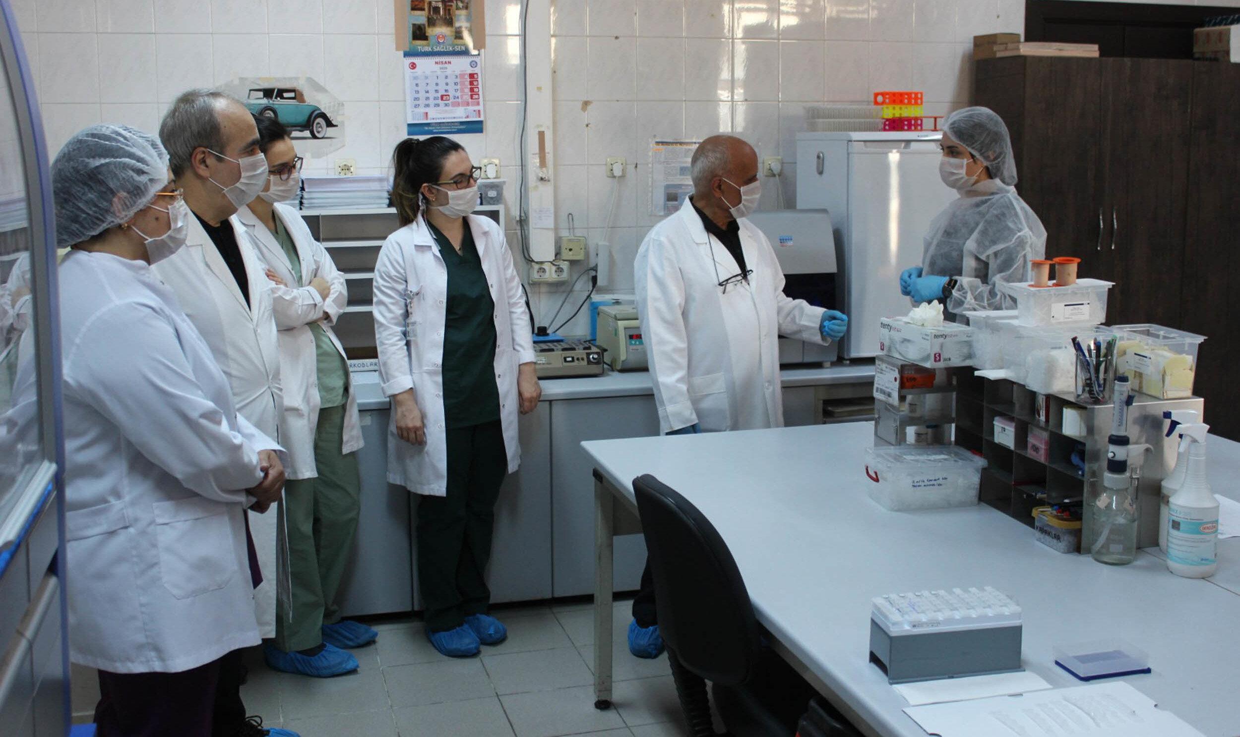 Prof. Dr. Çelebi, yapılan çalışmalarda, 3 farklı proteinin kodlanmasıyla aşının önemli ayağı olan recombinant antigen elde edildiğini söyledi.