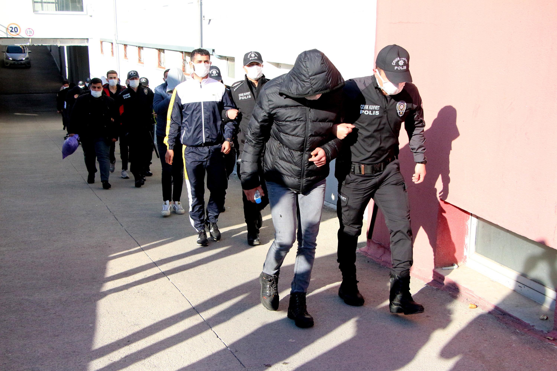 Yasa dışı bahis oynattığı iddiasıyla gözaltına alınan 62 kişiden 22'si tutuklandı.