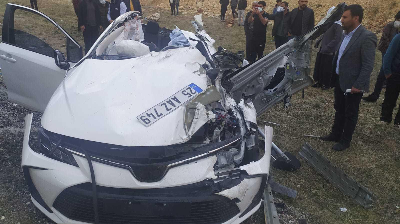 Kazaya karışan otomobil hurdaya döndü.