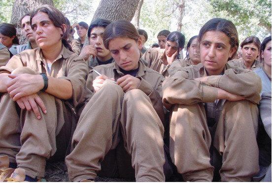 Örgüt içindeki kadınların üst düzey örgüt yöneticileri tarafından istismar ediliyor.