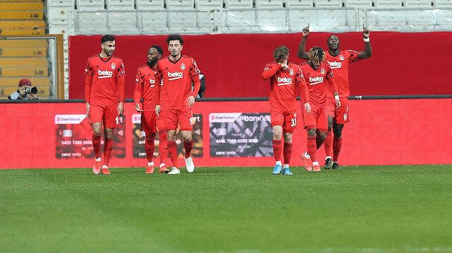 Beşiktaş Türkiye Kupası'nda ilk finalist oldu: Cyle Larin turu getirdi