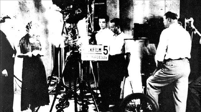 MUHSIN ERTUGRUL (R), CAHIDE SONKU (L, 2) - Anadolu Agency, 1940.