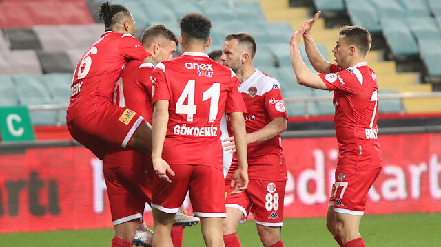 Antalyaspor Türkiye Kupası'nda finalde: Futbolcular gözyaşlarını tutamadı