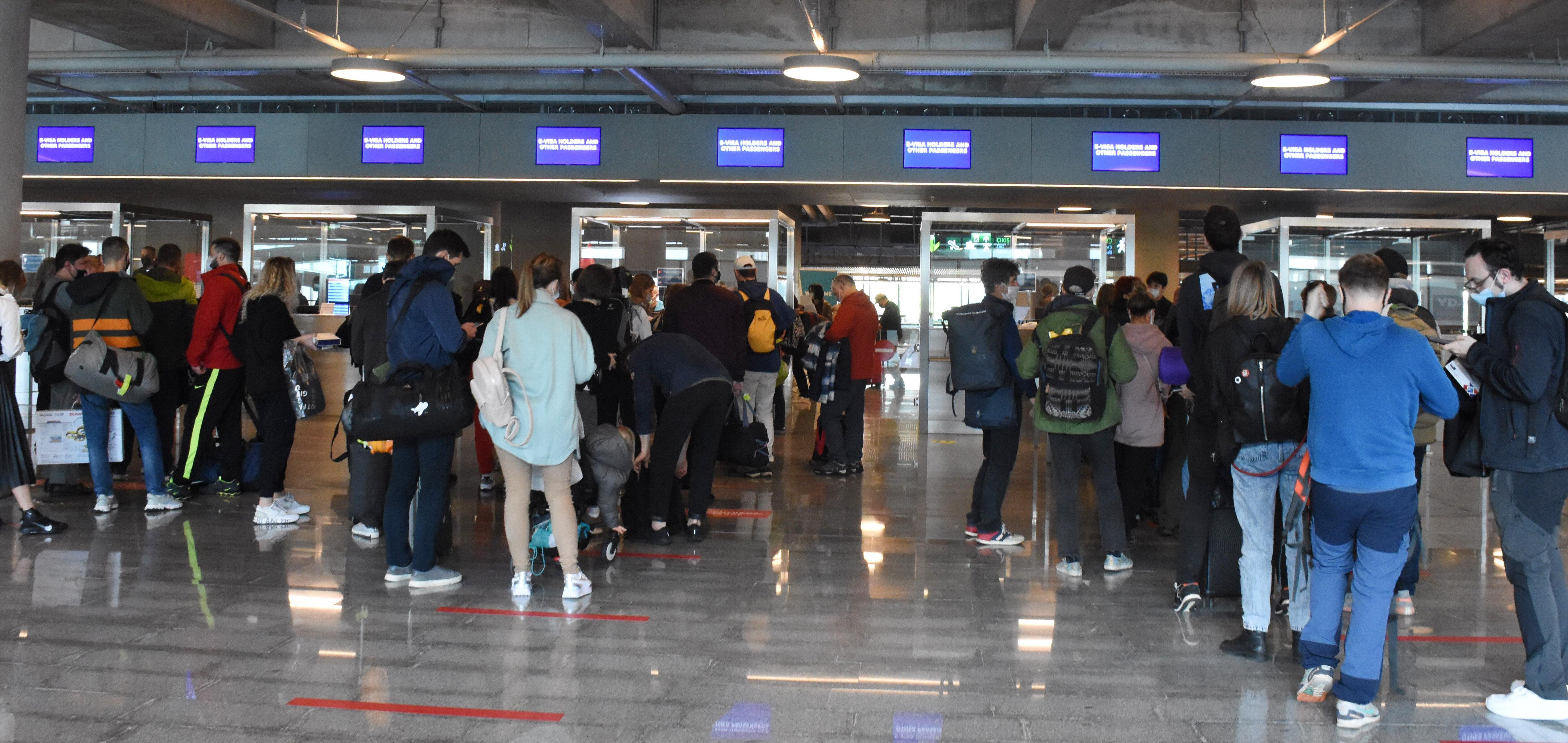 Muğla'da turistik tesisler ve havalimanları misafirlerini ağırlamaya başladı.