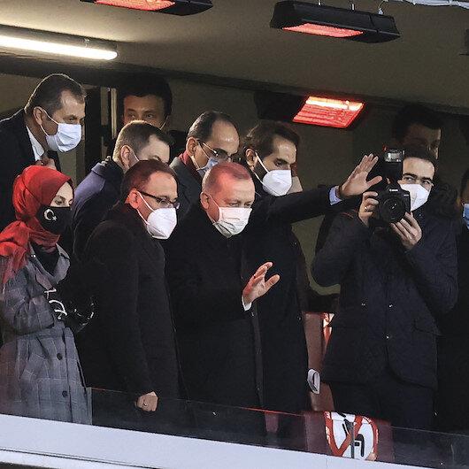 أردوغان يحضر مباراة تركيا ولاتفيا بإسطنبول