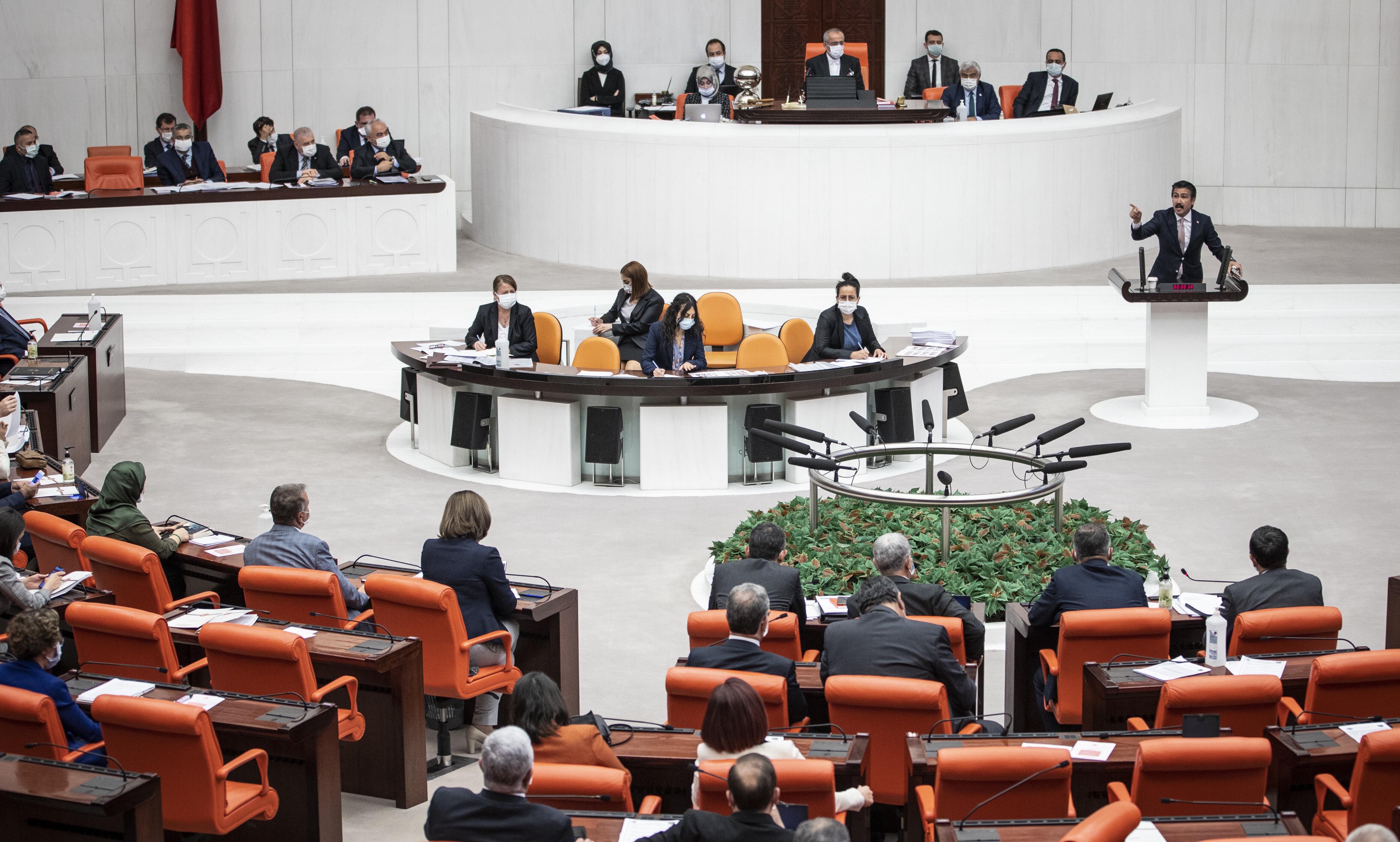 AK Parti Grup Başkanvekili Cahit Özkan.