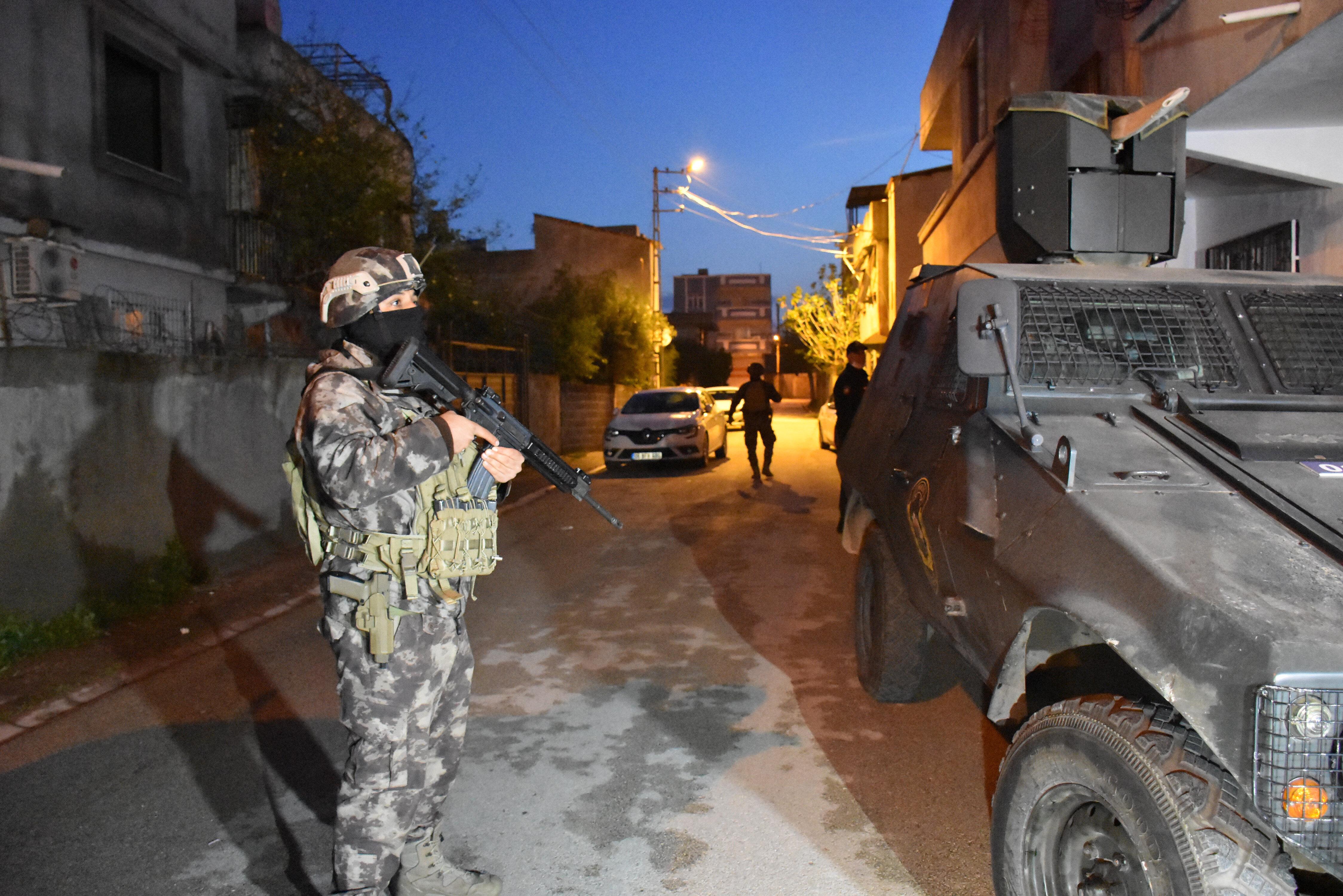 Adana'da PKK/KCK'ya yönelik operasyonda 8 şüpheli gözaltına alındı - Yeni  Şafak