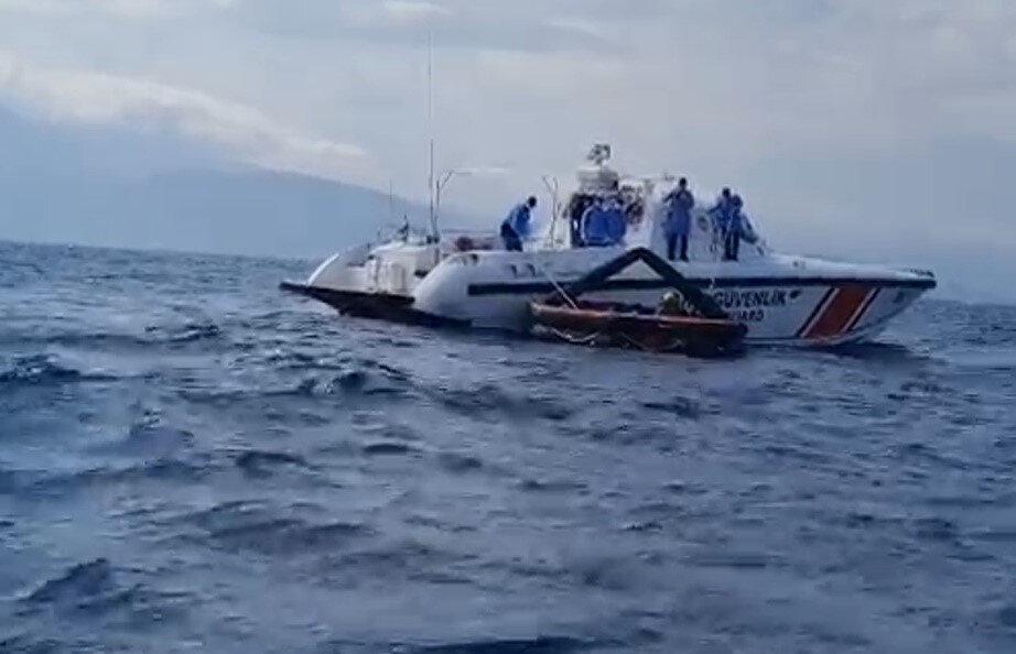 Bölgeye sevk edilen ekipler, can salındaki 27 kaçak göçmeni kurtardı. n