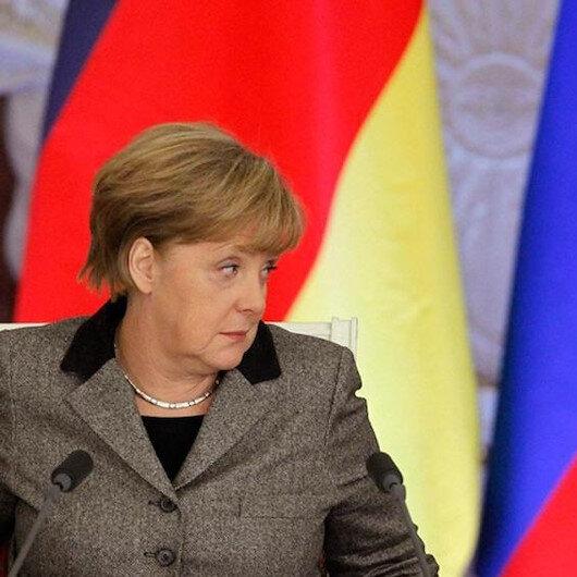ميركل تطالب بوتين بخفض القوات الروسية قرب حدود أوكرانيا