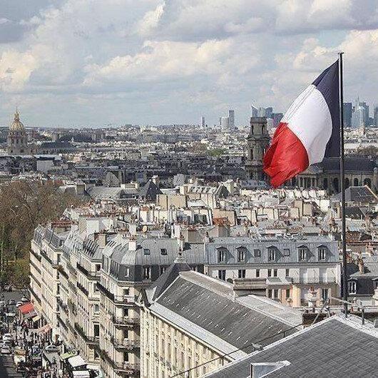 """عداء مستمر للإسلام..""""الشيوخ الفرنسي"""" يوافق على مقترح حظر الصلاة في الجامعات"""