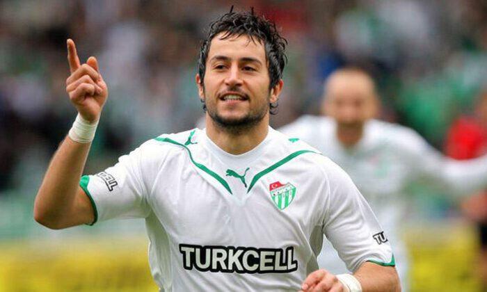 Bursaspor formasıyla 148 maça çıkan Ozan İpek, 17 gol atarken 23 de asist kaydetti.