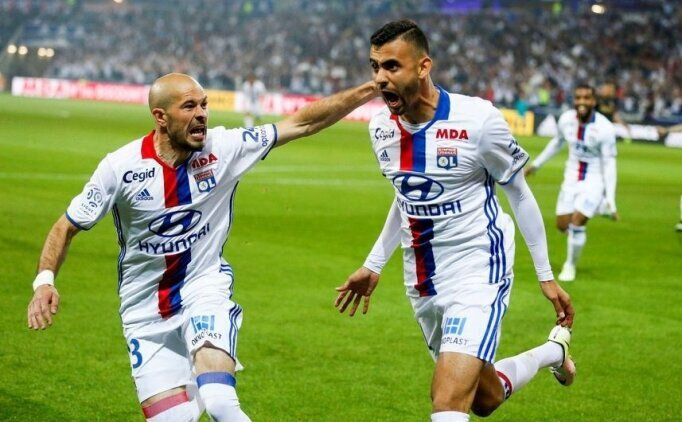 Beşiktaş'ın yeni formaları Lyon'un geçmişte büyük beğeni kazanan formalarına benzetildi.