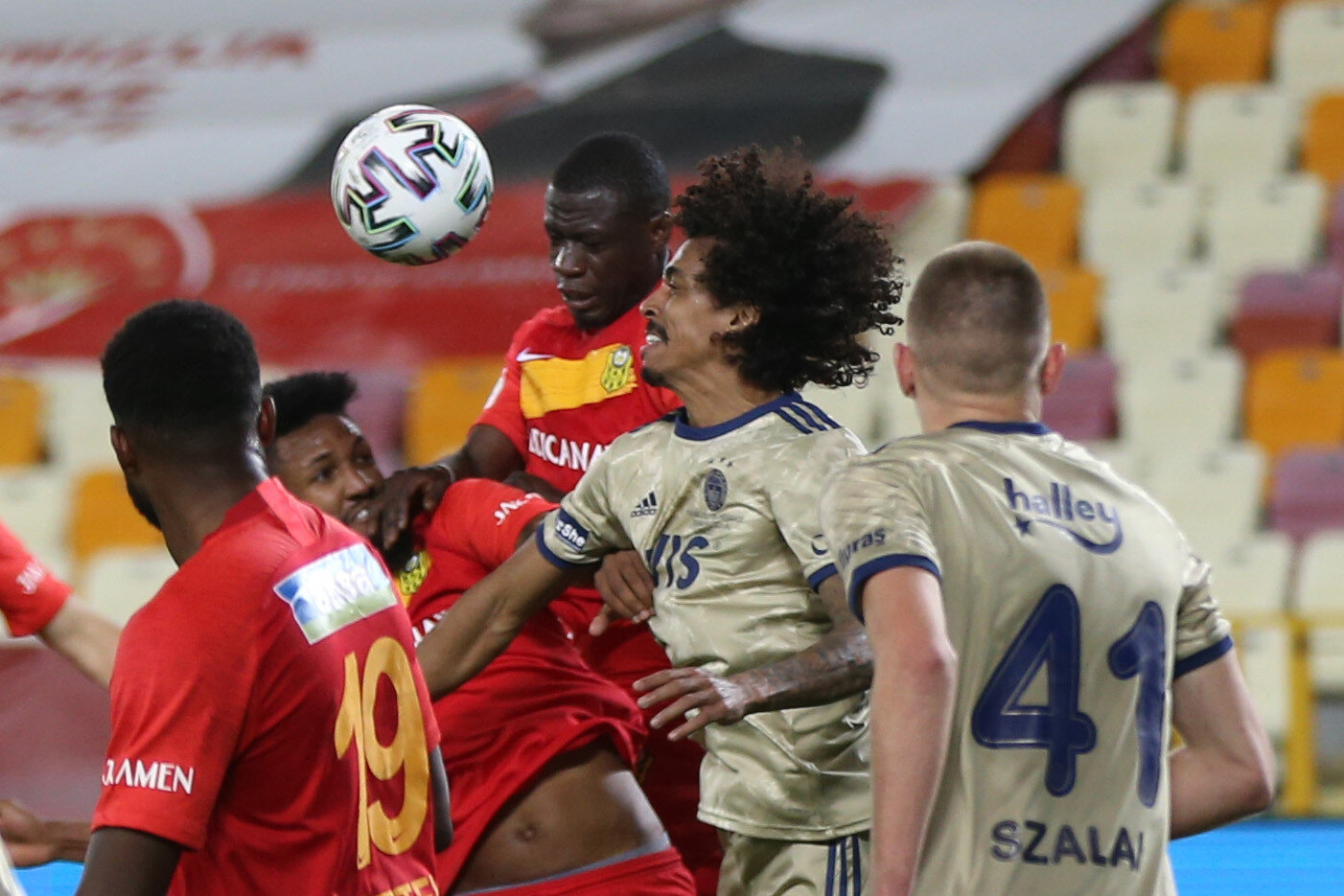 Maça ilk 11'de başlayan Gustavo, 77. dakikada yerini Sosa'ya bıraktı.