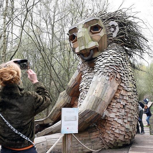بلجيكا.. مجسمات خشبية عملاقة تلقى إقبالاً من الزوار