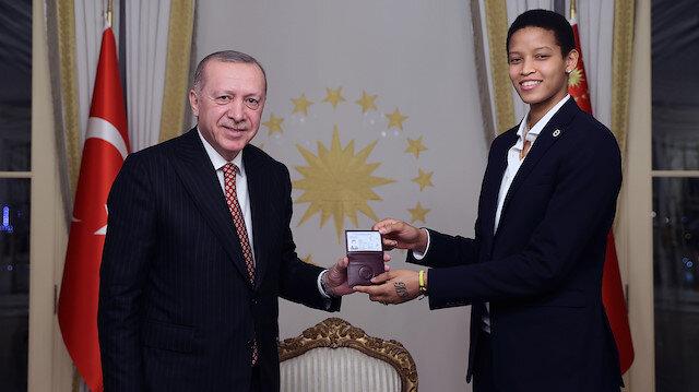 Türk vatandaşlığına geçti