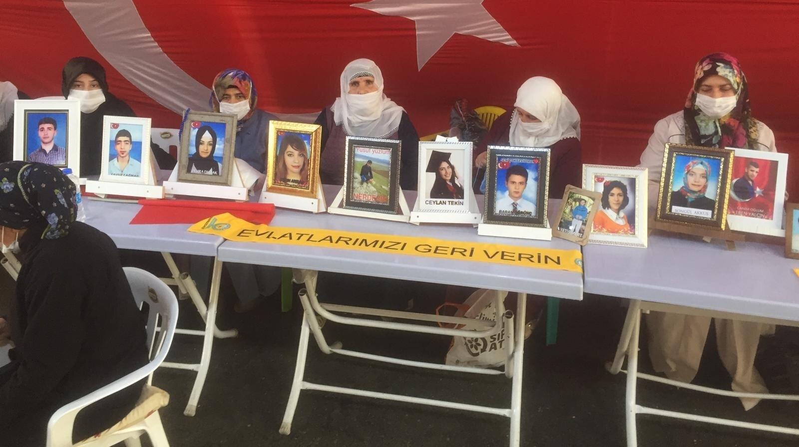 HDP Diyarbakır il binası önünde oturma eylemi başlatan ailelerin evlat nöbeti, 587'nci gününe girdi.