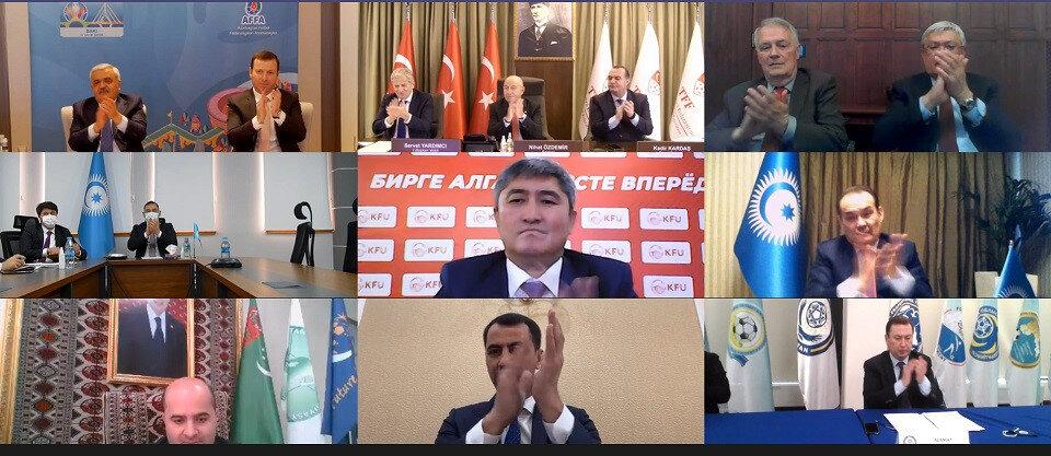 Ülkelerin futbol federasyon temsilcileri, anlaşmadan duydukları memnuniyeti alkışlayarak gösterdi.