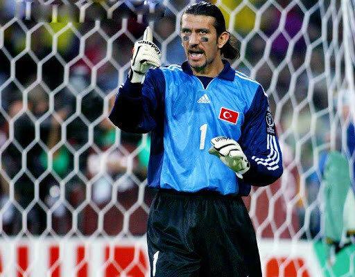 Rüştü Reçber, 2002 Dünya Kupası'ndaki performansıyla Barcelona'ya transfer olmuştu.