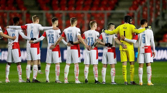 Slavia Prag-Arsenal maçında ırkçılığa karşı diz çökme tartışması