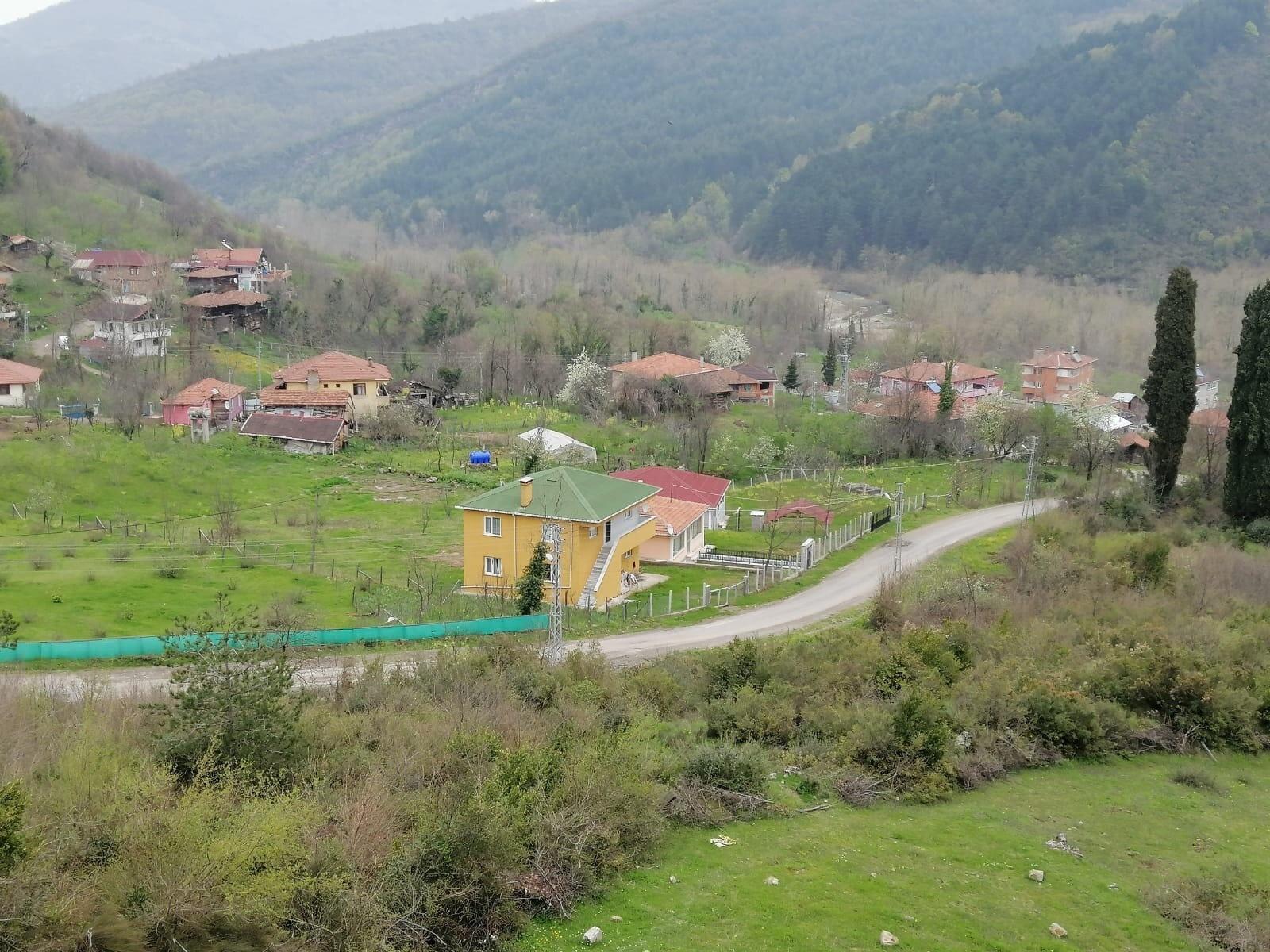 Giriş çıkışların kapatıldığı köy karantinaya alındı.