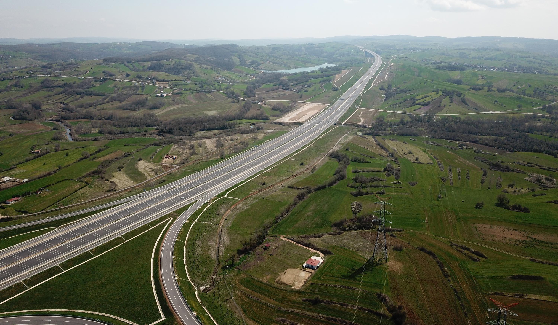 Bölgedeki emlakçılar arazilerde yıllık yüzde 25 civarında değer artışı olduğunu özellikle İstanbul'da yaşayanların yoğun ilgi gösterdiğini söyledi.