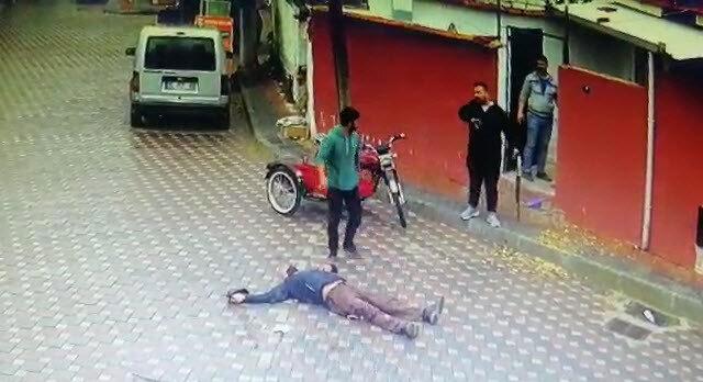 Annesinin eski eşini pompalı tüfekle öldürdüğü anlar güvenlik kamerasında.