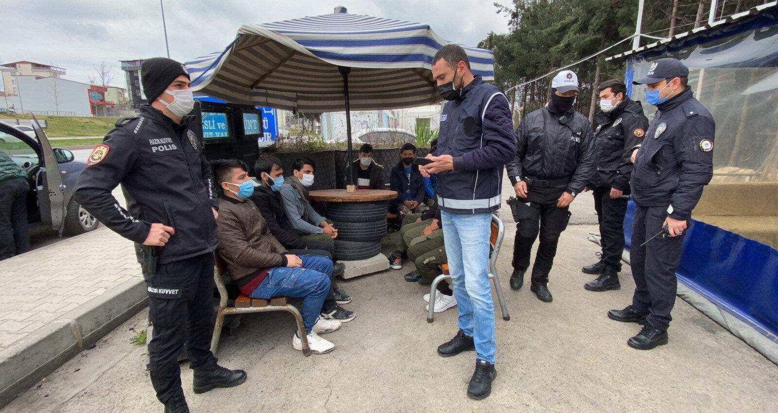 Yurda yasadışı yollardan giriş yaptığı ve Rize'ye gittikleri tespit edilen Afganistan uyruklu 7 kaçak göçmen yakalandı.