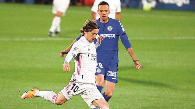 Futbolda paralel lig savaşı