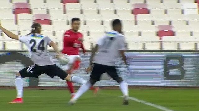 Sivasspor-Beşiktaş maçında olay çıkartan pozisyon: VAR'dan uyarı gelmedi