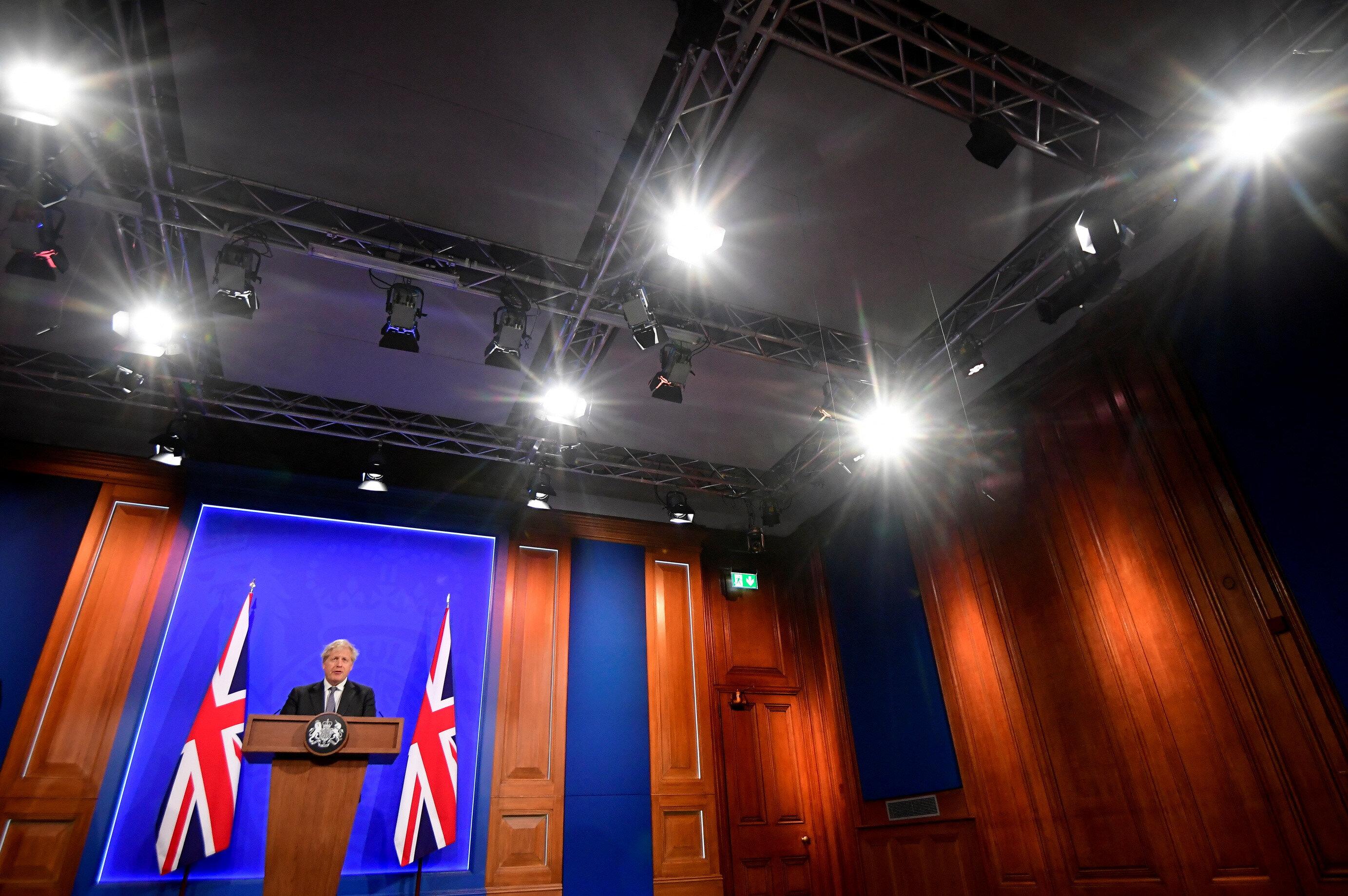 İngiltere Başbakanı Boris Johnson, düzenlediği basın toplantısında İngiliz kulüplerinin aldığı kararı eleştirmişti.