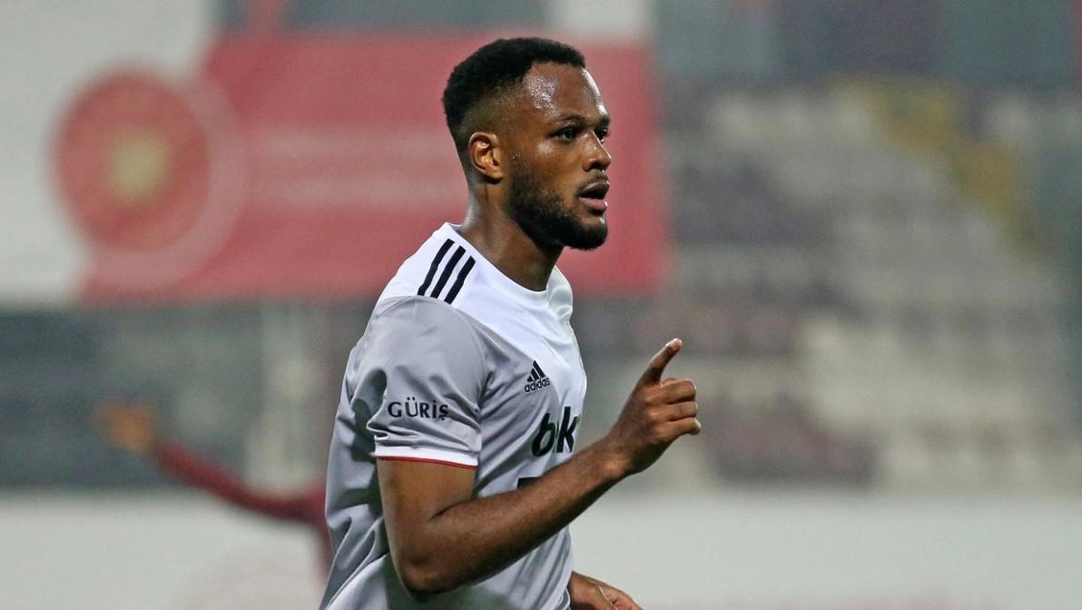 Larin bu sezon Süper Lig'de 15 gol attı.