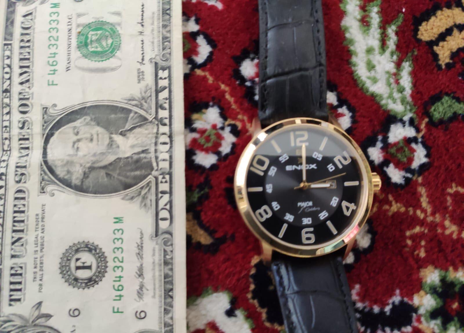 Operasyonlarda yapılan aramalarda (F) serisi 1 dolar ve FETÖ elebaşı imzalı bir kol saati ele geçirildi.