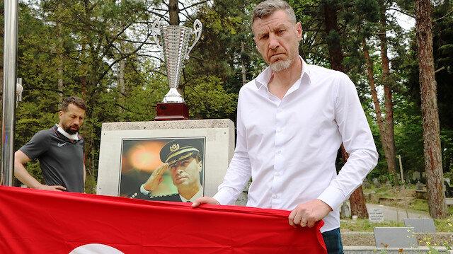 Şampiyonluk kupasını şehit Gaffar Okkan'ın mezarına götürdüler