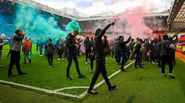 Manchester United taraftarları Old Trafford'u bastı Liverpool maçı ertelendi