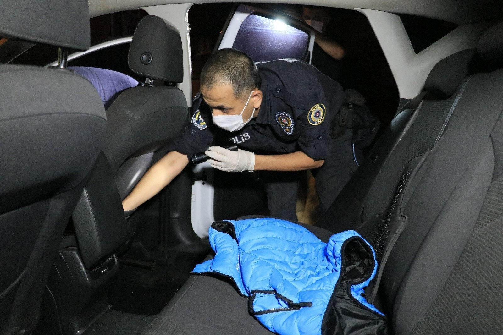 Kovalamaca sonucu yakalanan otomobildeki maske kutusundan uyuşturucu çıktı.